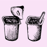 Jogurtschale mit Löffel Stockfotos