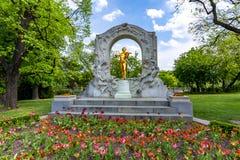 Johann Strauss Monument i Stadtpark, Wien, Österrike royaltyfria bilder