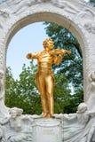 Johann Strauss-standbeeld in Wenen, Oostenrijk stock afbeeldingen