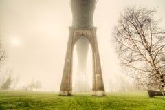 Johannes Brücke im Nebel Stockbilder