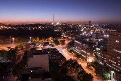 Johannesburg bij nacht stock foto's