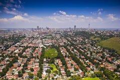 Johannesburg del este con CBD en fondo Fotos de archivo libres de regalías