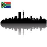 Johannesburg silhouettehorisont Arkivbilder