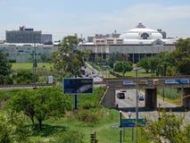 Johannesburg Sydafrika - 13 December 2008: väg med rörelserna Royaltyfri Fotografi