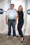 John Altschuler & Nancy Carell Disney & giuncata 2009 della stampa di estate del gruppo della televisione di ABC Fotografie Stock Libere da Diritti