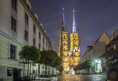 John Baptist Cathedral la nuit, Wroclaw, Pologne photo stock