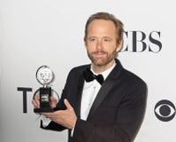 John Benjamin Hickey gewinnt Tony lizenzfreie stockfotos