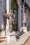 John Cheere prowadzenie rzeźbi drzwiami Ceremonialna fasada na Queluz Royal Palace zdjęcia royalty free