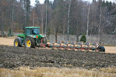 John Deere 8100 Agricultural Tractor and Kverneland PB100 Plough Royalty Free Stock Images