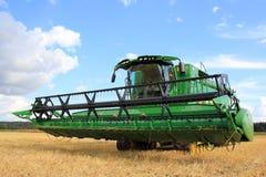 John Deere Harvester S670i med titelraden 625r arkivbild