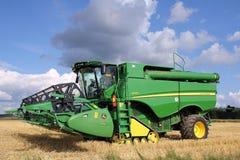 John Deere Harvester S670i met kopbal 625r Stock Fotografie