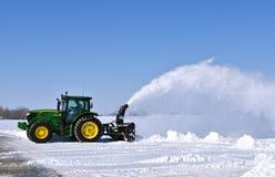 John Deere 6145R ciągnikowy podmuchowy śnieg fotografia stock