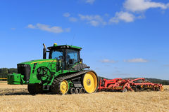 John Deere 8345RT Tracked Tractor and Vaderstad Cultivator on Fi Royalty Free Stock Images