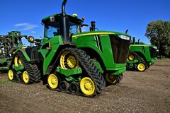 John Deere 9570 RX tractors on display. HAWLEY, MINNESOTA, September 25, 2017: The 9570 RX tractors with triangular tracks are products of John Deere Co, an Stock Photo
