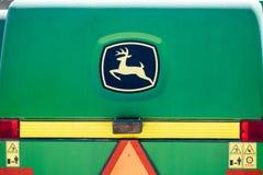 John Deere syndykata logotyp na zielonym tle zdjęcia royalty free