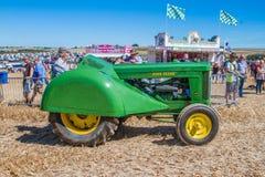 John Deere Tractor d'annata anziano alla manifestazione Immagine Stock