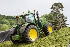 John Deere tractor pushing silage at the clamp Royalty Free Stock Photos