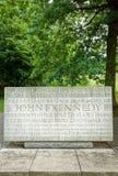John F Kennedy Memorial Runnymede England lizenzfreies stockbild
