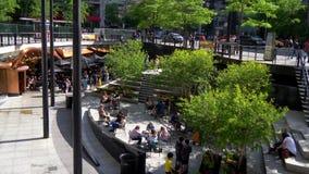 John Hancock Plaza en Chicago - CHICAGO ESTADOS UNIDOS - 11 DE JUNIO DE 2019 almacen de metraje de vídeo