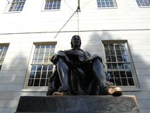 John Harvard Statue, jarda de Harvard, Universidade de Harvard, Cambridge, Massachusetts, EUA Imagens de Stock Royalty Free