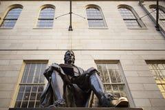 John Harvard staty på Harvarduniversitetet. Arkivfoton