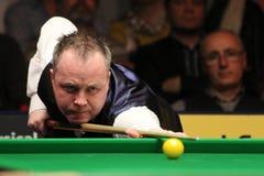 """John Higgins speelt snooker tijdens de toernooien""""victoria Bulgarije open† van de Wereldsnooker nov., 2012 in van Sofia, Bul Royalty-vrije Stock Afbeeldingen"""