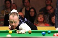 """John Higgins speelt snooker tijdens de toernooien""""victoria Bulgarije open† van de Wereldsnooker nov., 2012 in van Sofia, Bul Stock Afbeelding"""