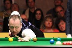 """John Higgins speelt snooker tijdens de toernooien""""victoria Bulgarije open† van de Wereldsnooker nov., 2012 in van Sofia, Bul Stock Fotografie"""