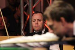 """John Higgins spelar snooker under  för open†för Bulgarien för """"Victoria för världssnookerturnering i Sofia, Bulgarien†""""nov Royaltyfri Foto"""