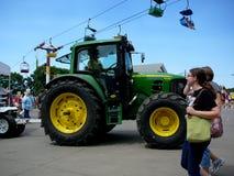 John Jeleni ciągnik przy Iowa stanu jarmarku ziemiami zdjęcia royalty free