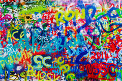 John Lennon Graffiti Wall sur l'île de Kampa à Prague Photos stock