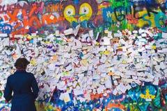 John Lennon Graffiti Wall sur l'île de Kampa à Prague Image libre de droits