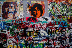 John Lennon grafittivägg Prague arkivfoto