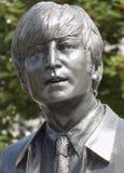John Lennon i den Beatles statyn i Liverpool royaltyfri fotografi