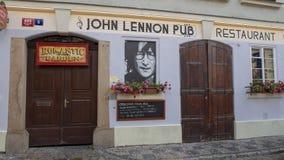 John Lennon Pub, Mala Strana in Praag, Tsjechische Republiek stock foto