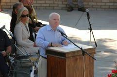 John McCain bij Podium Stock Fotografie