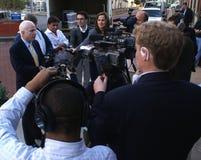 John McCain che comunica con i media fotografia stock