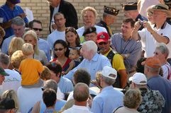 John McCain contacte la foule Image libre de droits
