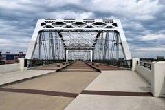 John Seigenthaler Pedestrian Bridge i Nashville Royaltyfria Bilder