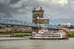 John un pont suspendu de Roebling à Cincinnati photo stock