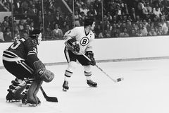Johnny Bucyk en Tony Esposito Stock Afbeeldingen