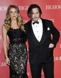 Johnny Depp και Amber που ακούονται Στοκ φωτογραφία με δικαίωμα ελεύθερης χρήσης