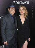 Johnny Depp & Amber που ακούονται Στοκ φωτογραφία με δικαίωμα ελεύθερης χρήσης