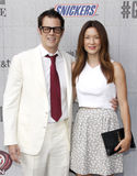 Johnny Knoxville y Naomi Nelson foto de archivo
