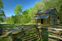 Johns Olivers kabin i den Cades lilla viken av Great Smoky Mountains, Tennessee, USA Arkivbild
