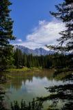 Johnson湖在班夫国家公园 免版税图库摄影