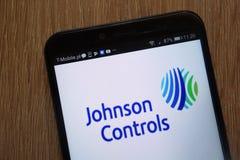 Johnson Kontroluje Międzynarodowego plc logo wystawiającego na nowożytnym smartphone fotografia royalty free