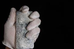 Johnson Matthey 1 Kilo-Silberbarren Hand (Rückseite) Stockbild