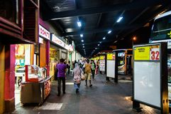 Johor Bahru/MALAYSIA - 12 OKTOBER 2013: De Bedelaars van Larkin Central - Johor- Stock Afbeeldingen