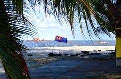 Johor flagga som vinkar i Mersing arkivbilder